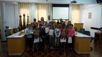 Alunos da Escola Maria Falcon visitam a Câmara de Vereadores